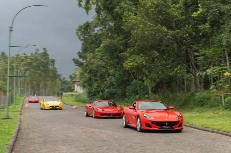 Ferrari Portofino Kunjungi Palladian Mansion Kaliandra di Lereng Gunung Arjuna