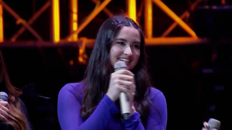 Stephanie Poetri Beri Kejutan Peserta di Panggung The Voice Indonesia.