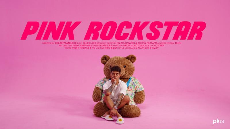 Reza Arap Oktovian Tunjukkan Sisi Lain Dirinya Dalam Pink Rockstar