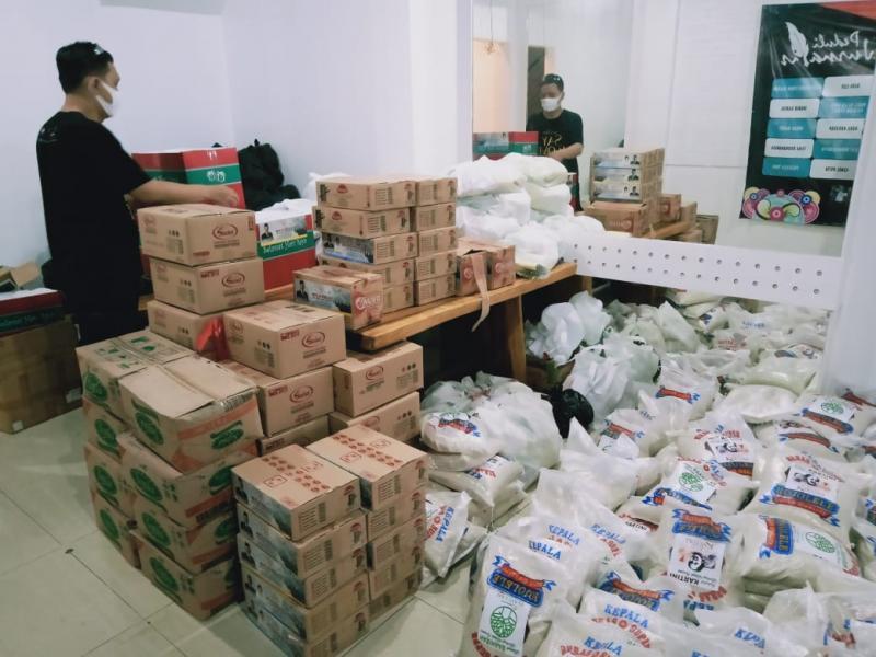 Posko Gerakan PEDULI JURNALIS Kedatangan Sembako Dari Donatur