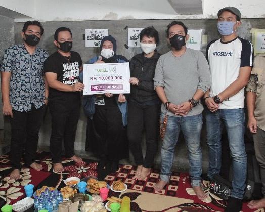 Wali Band  Serahkan Bantuan Donasi Kepada Gerakan Peduli Jurnalis