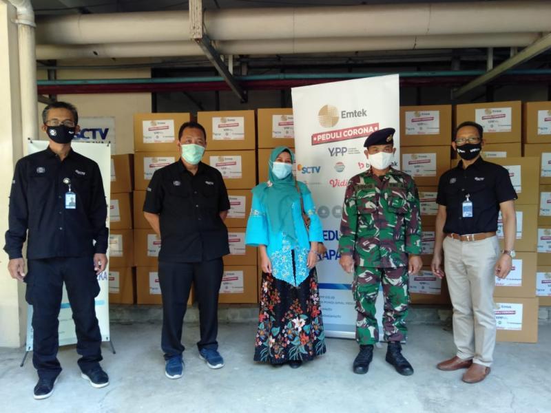EMTEK PEDULilI CORONA SERAHKAN 500 Hazmat dan 500 Food Cover ke RS TNI AL Dr Oepomo Lantamal V dan Puskesmas Benowo