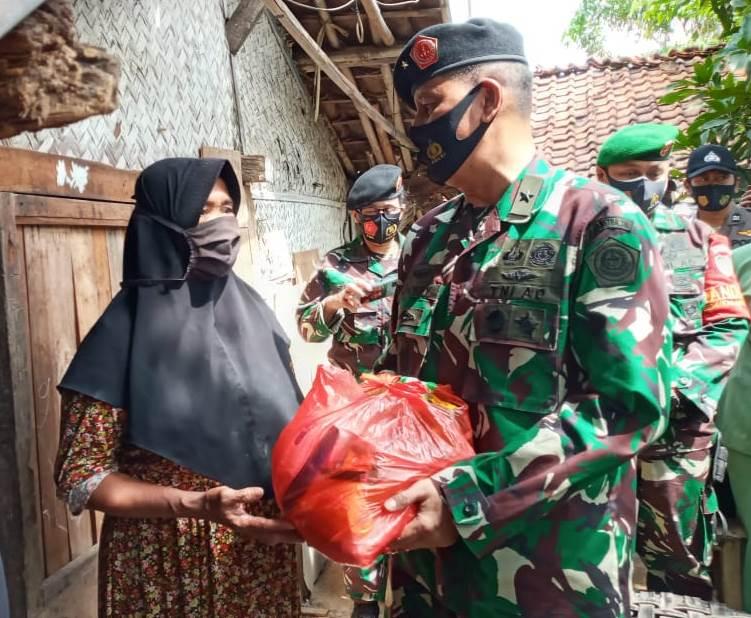 EMTEK PEDULI CORONA SERAHKAN BANTUAN DALAM RANGKA HUT KE-75 TNI