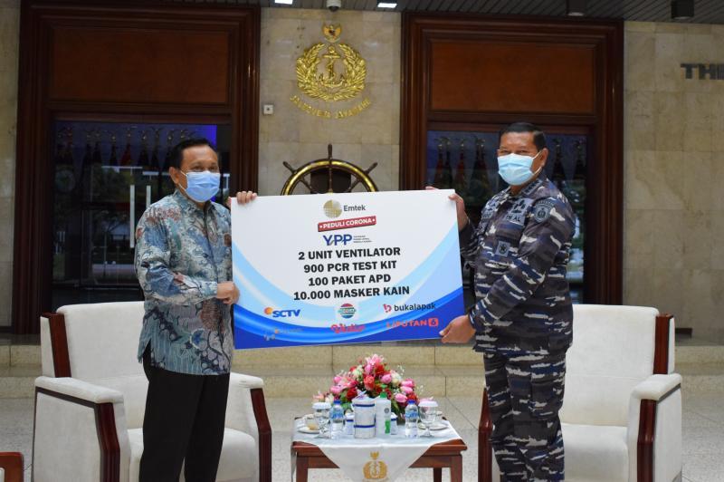 Serahkan Bantuan Ventilator, 900 PCR Test Kit, APD Dan Masker Kain Untuk TNI AL