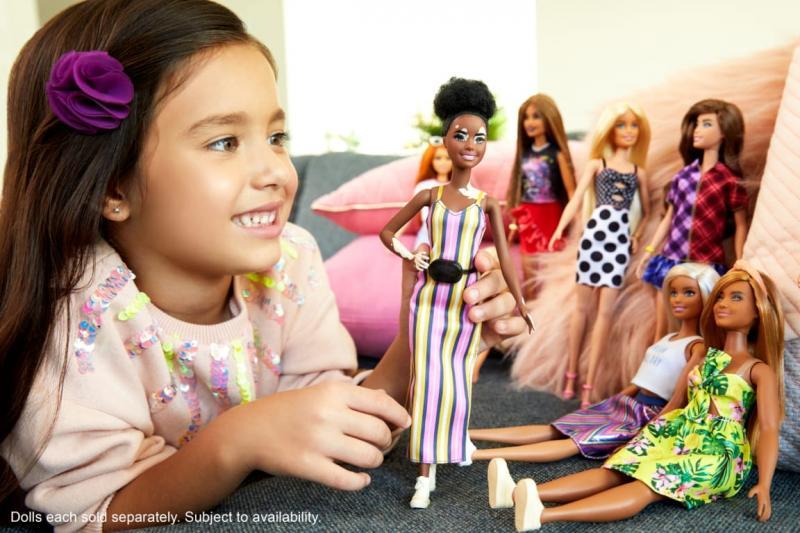 Bermain dengan Boneka Barbie Bantu Mengembangkan Keterampilan Sosial Anak