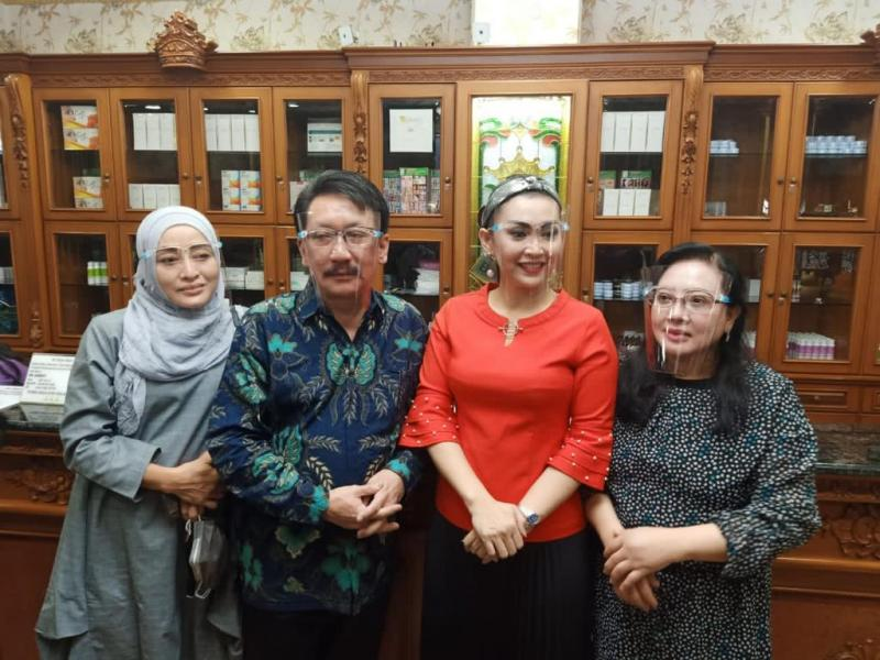 Ratna Listy Operasi Hidung  di Queen Beauty Clinic sunter