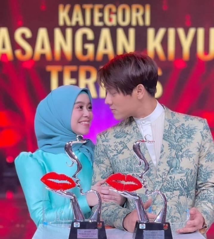 LESTI DA & RISKY BILLAR PASANGAN KIYUT TERKISS 12 Penghargaan Telah Di Anugerahkan Pada Kiss Awards 2020