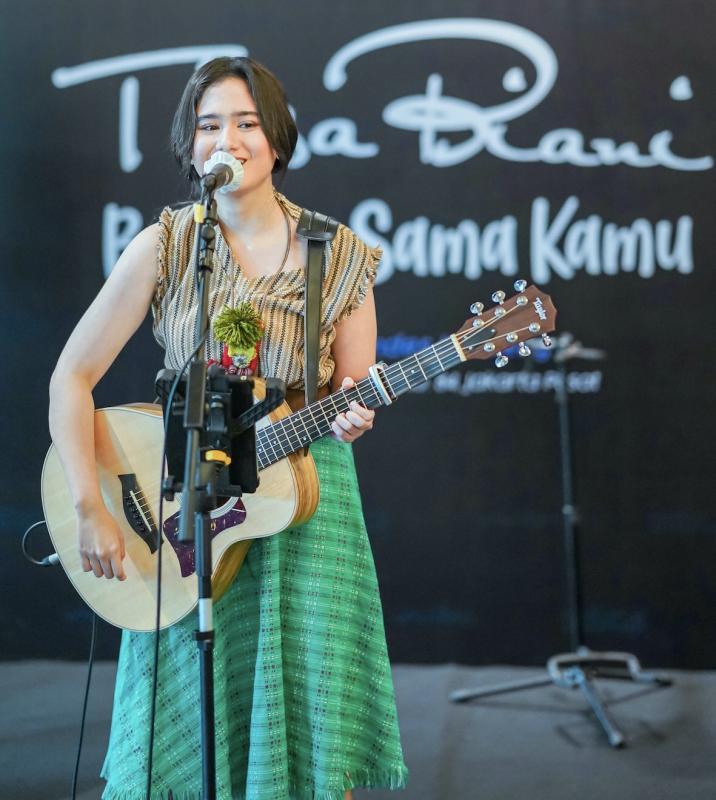 "Tissa Biani  Rilis Single ""Bahagia Sama Kamu"""