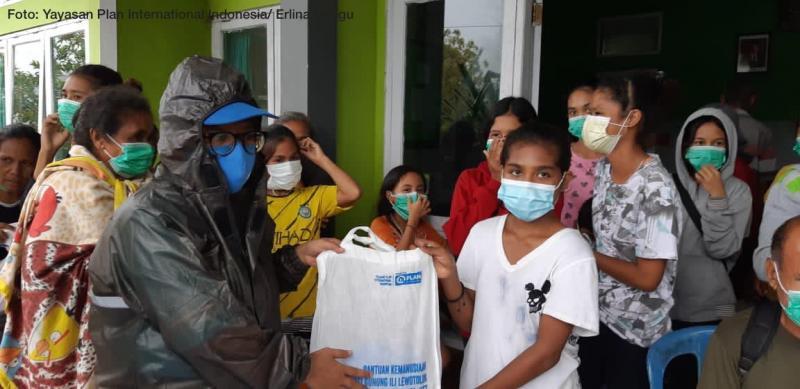 Plan Indonesia Salurkan Bantuan untuk Penyintas Banjir Bandang di Lembata, Nusa Tenggara Timur