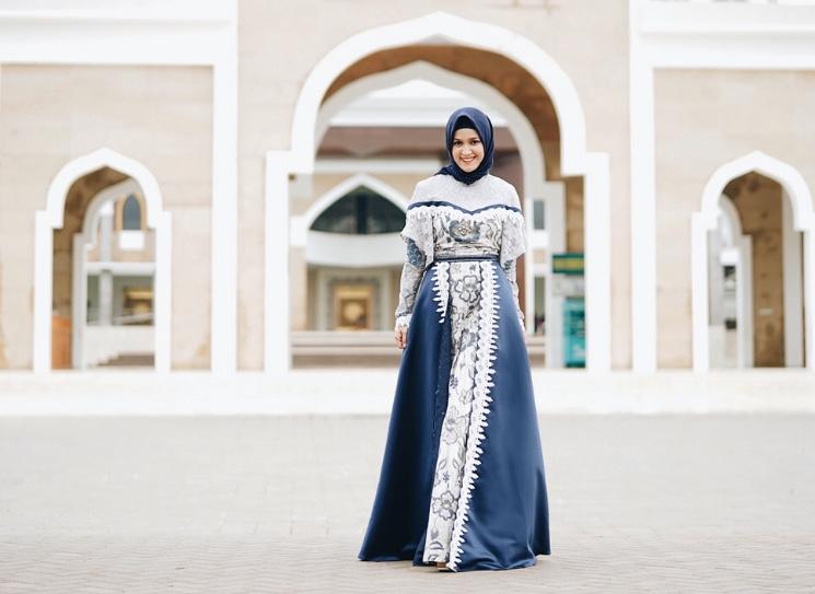 Laely Indah Lestari Berwastra Nusantara dengan Batik Tulis (Edisi Travelling Ramadhan)