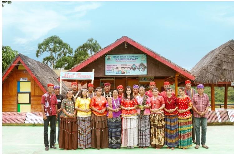 Culture Traveller Laely Indah Lestari Menjadi Tamu Kehormatan Suku Pedalaman Kulawi Sulawesi tengah