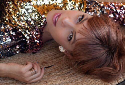"LENKA KEMBALI LEWAT SINGLE & VIDEO KLIP""IVORY TOWER"""